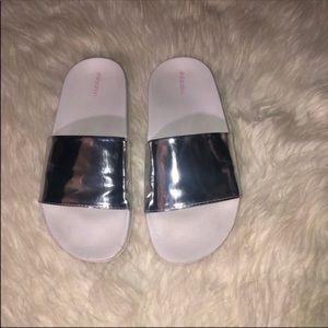 XHILARATION White & Silver Slides